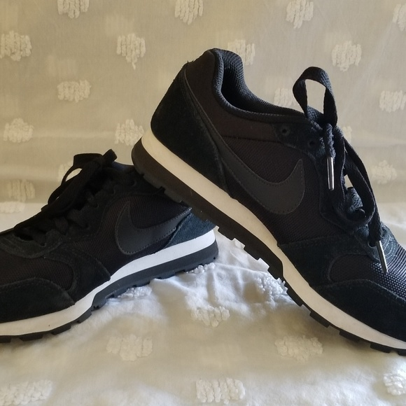 0b3b17226 Nike Women s MD Runner 2 BR Sneaker. M 5b1605f6f63eea7a9e8f7c46